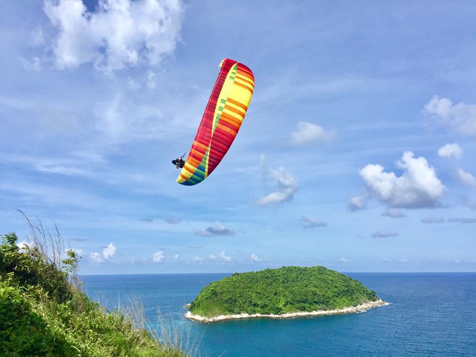 paragliding oliver colorful